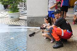 一日小小消防員麗寶登場 體驗水陸空救援
