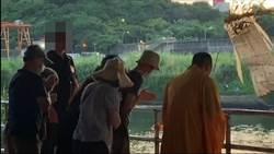 直擊招魂》貪污員曾華崇招魂儀式 台北市長晚間前往殯儀館內弔唁