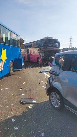 國3遊覽車撞客運 1死17傷