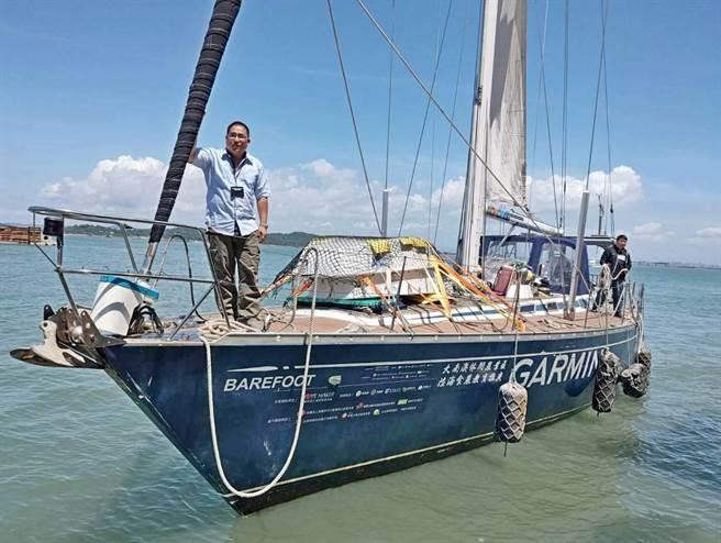 繞行台灣本島和離島全程1500公里的重型帆船「光腳號」今(23)日來到金門。(古寧國小提供)