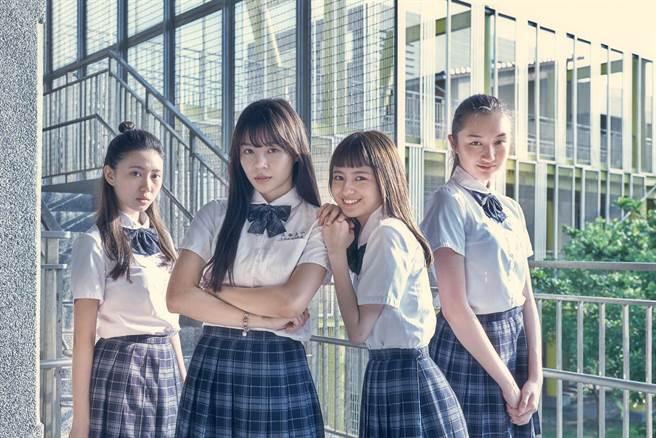新生代演員鄧雨晨(左起)、陳怡叡、葛盈瑄、溫心舞在片中飾演同班同學。(双喜提供)