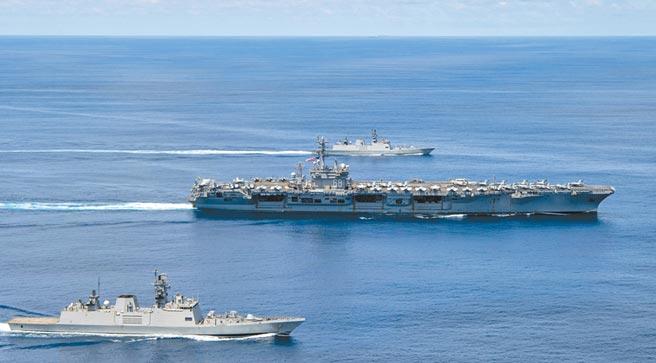 7月20日,美軍「尼米茲」號航母戰鬥群和印度海軍軍艦舉行聯合軍演。(取自美國海軍官網)