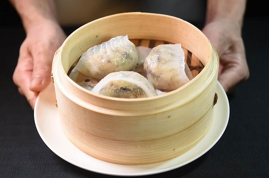 晶華酒店〈晶華軒〉推出「香港好味道2.0版」新菜單,點心新增了潮州式〈上素蒸粉粿〉。(圖/姚舜)