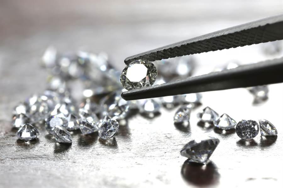 口罩換鑽石!珠寶店超狂活動 網激動:現賺1萬。(示意圖/Shutterstock)