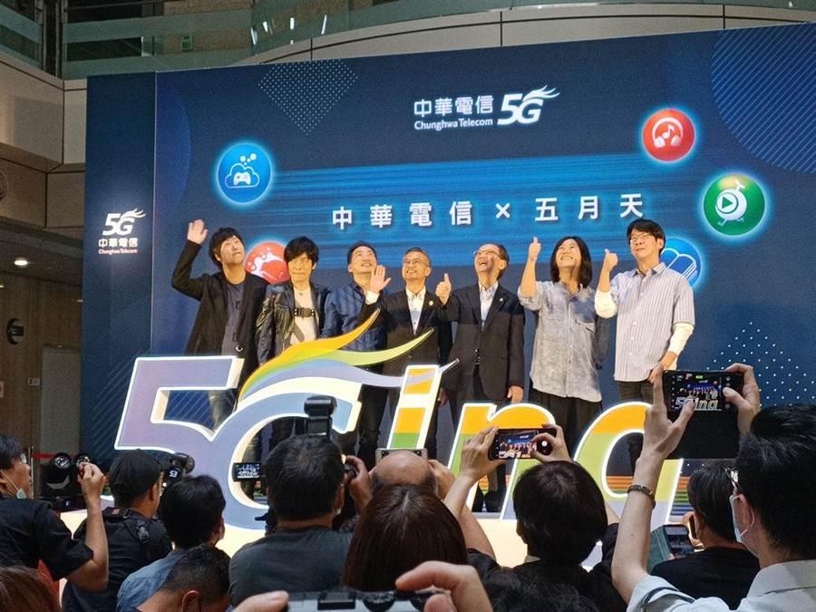 五月天今出席中華電信代言活動。(尤嬿妮攝)