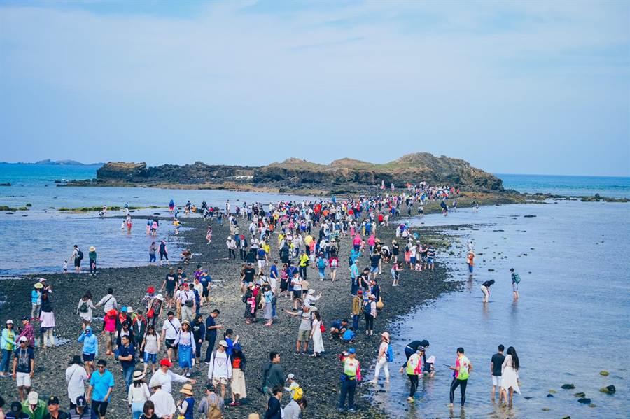 暑期國旅爆發,部分旅遊業者營運好轉,交通部表示將會被排除在紓困3.0之外。(雄獅旅遊提供/陳祐誠傳真)