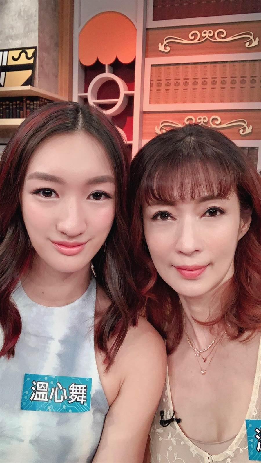 溫心舞(左)因為疫情暫留台灣,日前還和媽媽溫翠蘋一起上節目。(溫翠蘋提供)