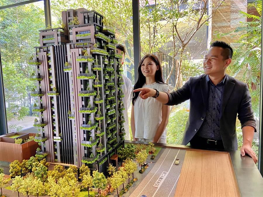 建築物綠化,植栽隨著時間讓外觀出現不同變化,有如陸府建設宜居建築的活廣告。(盧金足攝)