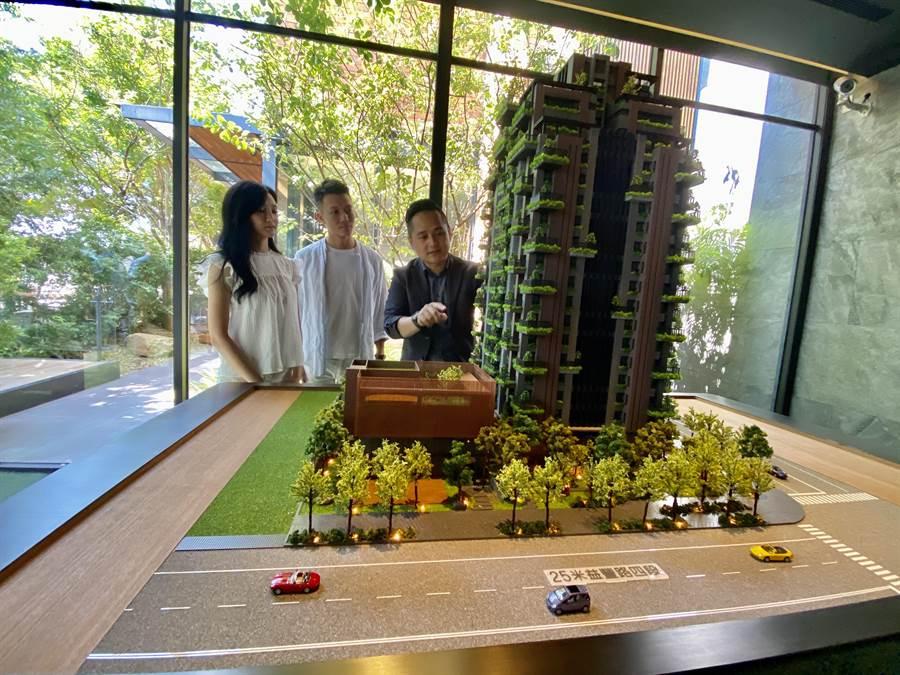 「陸府觀森」用跳島陽台對抗熱島效應,健康宅在市場上造成熱銷。(盧金足攝)