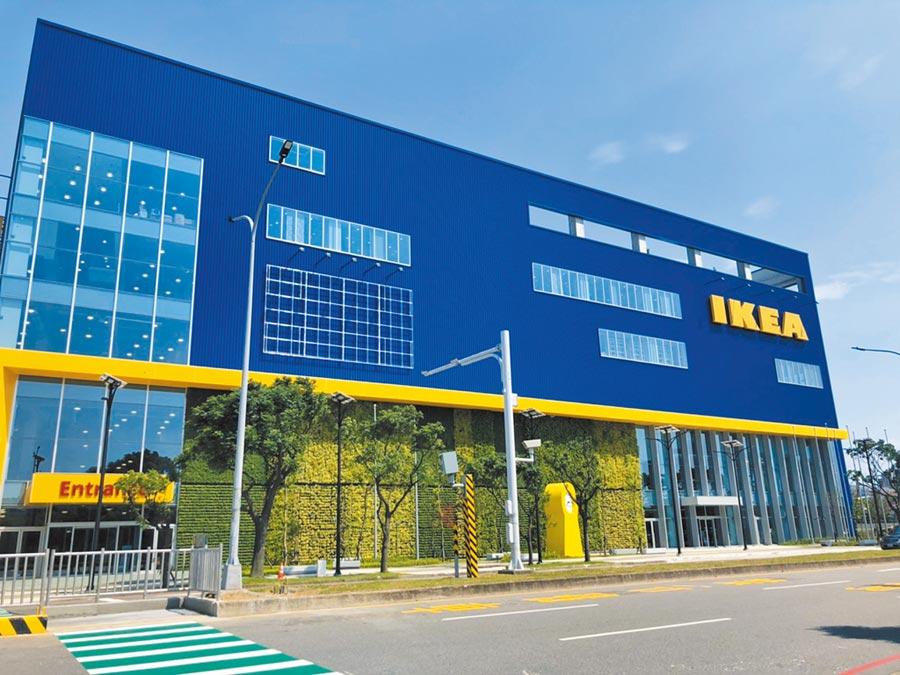 中壢青埔各商場接力開幕,IKEA新桃園店23日開幕,警方也嚴陣以待,並請民眾事先規畫路線避免塞車。(賴佑維攝)