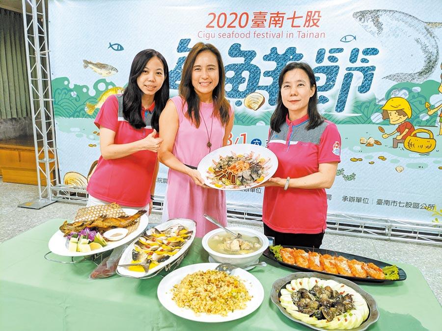 台南七股海鮮節8月1日登場,除了觀光赤嘴園挖文蛤體驗外,可大啖七股潟湖水產的海鮮七寶宴,也確定續辦。(莊曜聰攝)