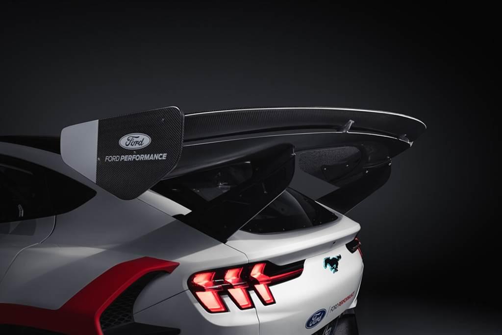 Ford Performance推出Mustang Mach-E 1400純電甩尾賽車 並與Ken Block共舞(內有影片)