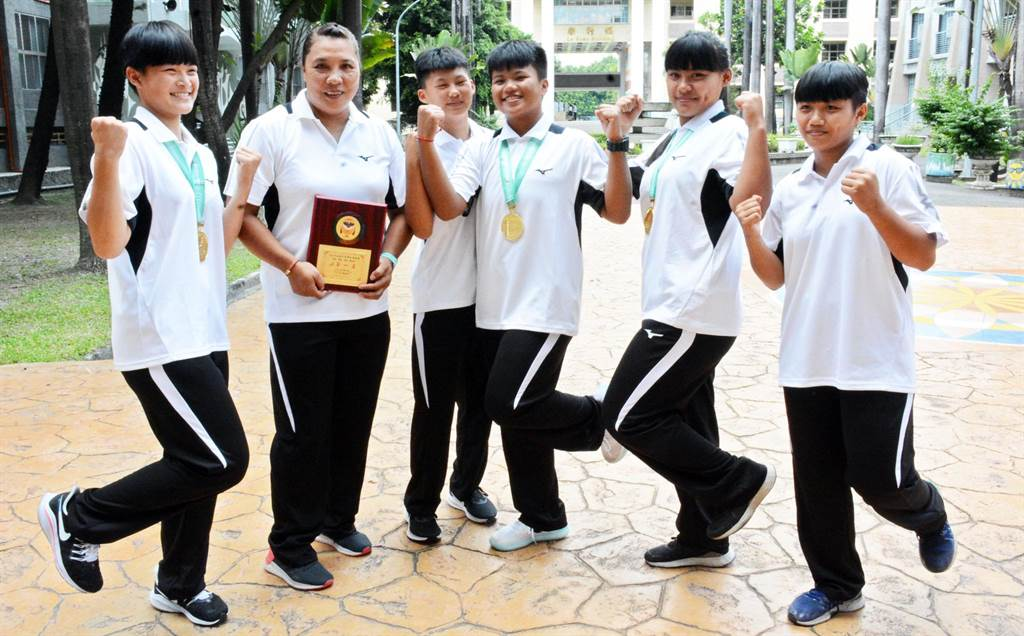 大同高中舉重隊拿下3面金牌,堪稱賽事最大贏家。(林和生攝)