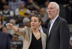 NBA》馬刺慘敗唯一亮點 女助教場邊領軍
