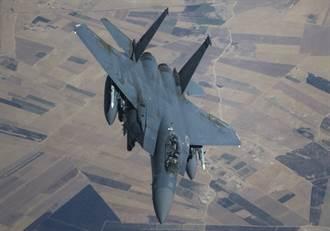 影》搞什麼!美F-15戰機危險逼近伊朗客機 乘客受傷尖叫血流滿面