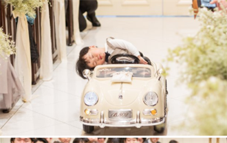 小花童累翻!「疲勞駕駛」進婚禮現場 新人賓客笑破肚