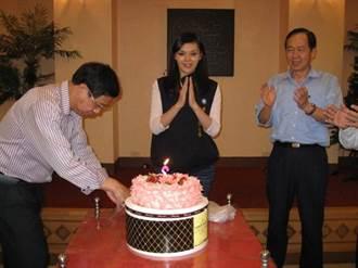 中山大學教授幫切生日蛋糕慶生?李眉蓁回應了