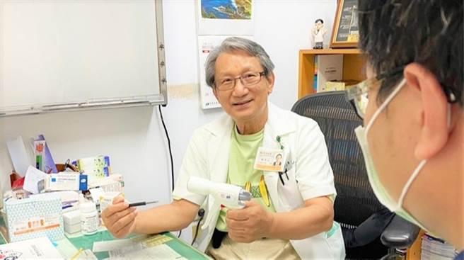 资深泌尿科医师林介山表示,不少男性会「做人」失败,是因为小弟弟出不了头惹祸。(图/林介山医师提供)