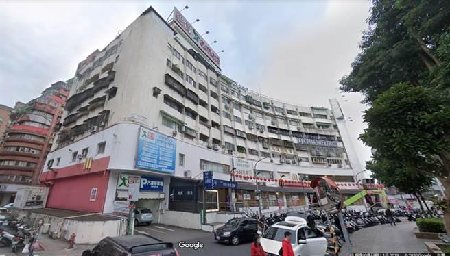 聂女在景美爱买被铁卷门压伤,获台北地院判赔72万余元。