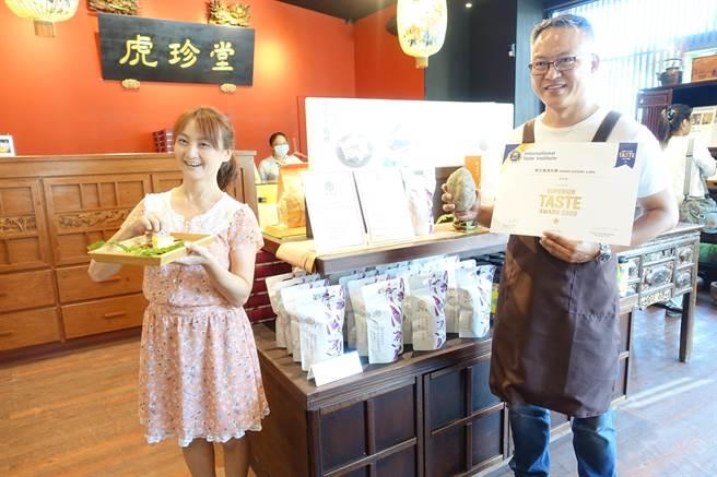 雲林縣虎尾女婿林進誠(右)因愛吃地瓜,由出版界轉行糕餅業,開發出多項地瓜甜點,與妻子胼手胝足讓台灣地瓜躍上國際。(許素惠攝)