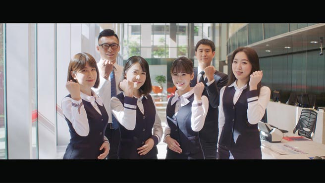華南銀行7月24日推出全新品牌形象廣告「夢不變篇」紀錄片。圖/華南銀行提供