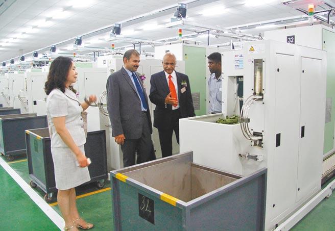 越南市場對台企重要性持續上升。圖為越南西寧省福東工業區一紡織廠。(新華社資料照片)