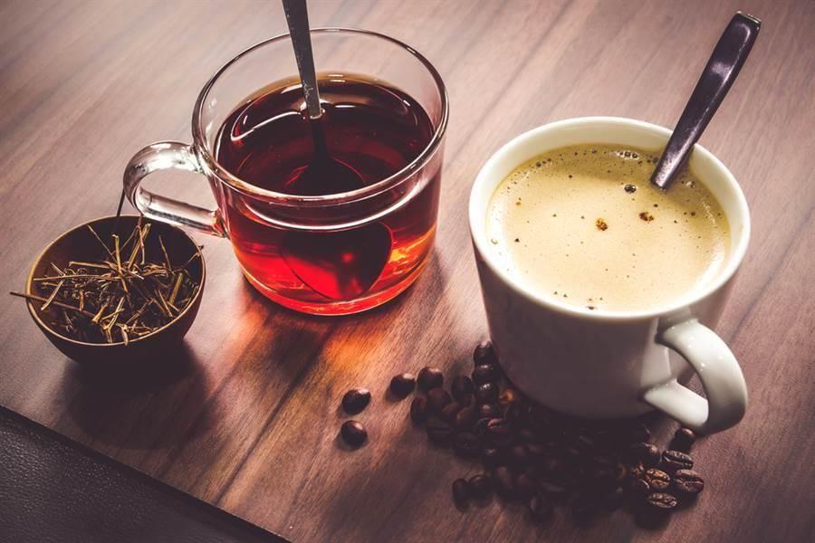 茶和咖啡含草酸,喝多易腎結石。(達志影像/shutterstock)