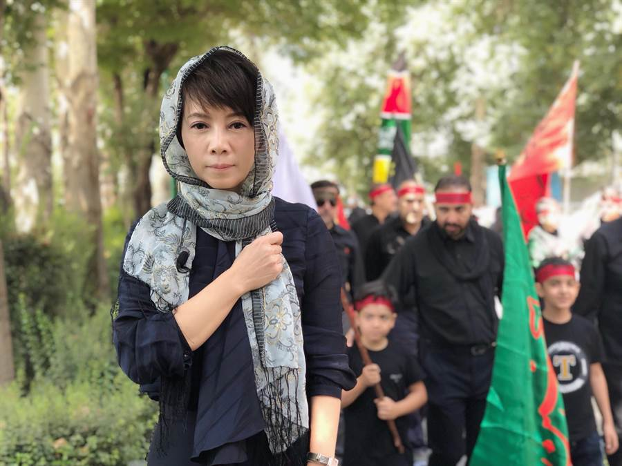 陳雅琳穿黑袍體驗伊朗宗教節。(壹電視提供)