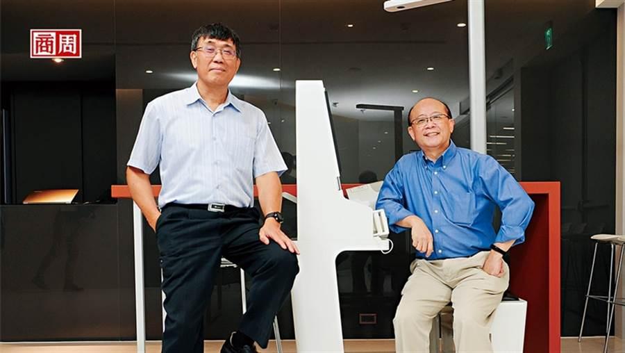 圖左為緯創醫學總經理黃俊東。(圖/程思迪攝)