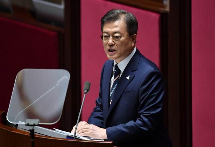 南韓總統文在寅正式宣布南韓成功試射新型彈道飛彈。(示意圖/美聯社)