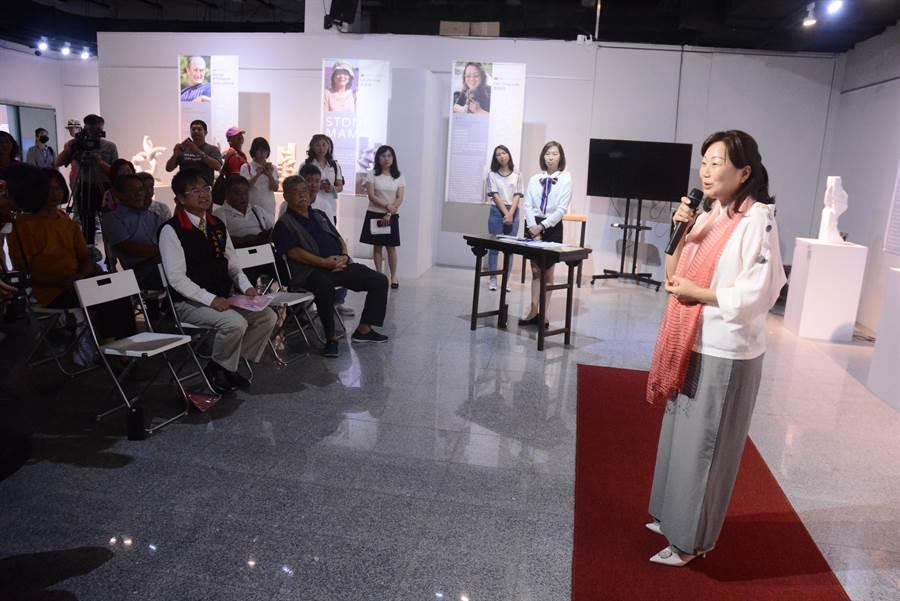 縣長徐榛蔚期許,盼透過國際藝術展,促進國內外藝術家互相交流學習機會。(王志偉攝)