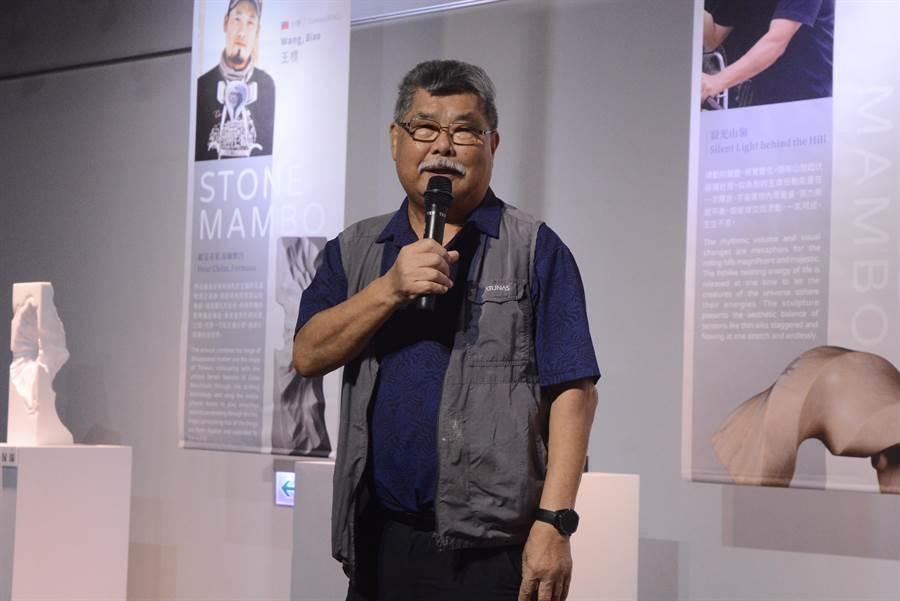 花蓮縣石雕協會榮譽理事長廖清雲參與石雕藝術季20餘年,稱許在地藝術作品與石雕藝術家都是獨一無二,也是花蓮珍寶。(王志偉攝)