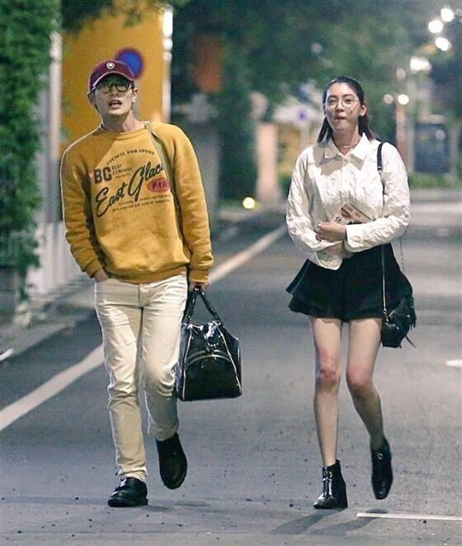三浦春马2018年被拍到与三吉彩花一起回家,男帅女美画面养眼。(取自日网)