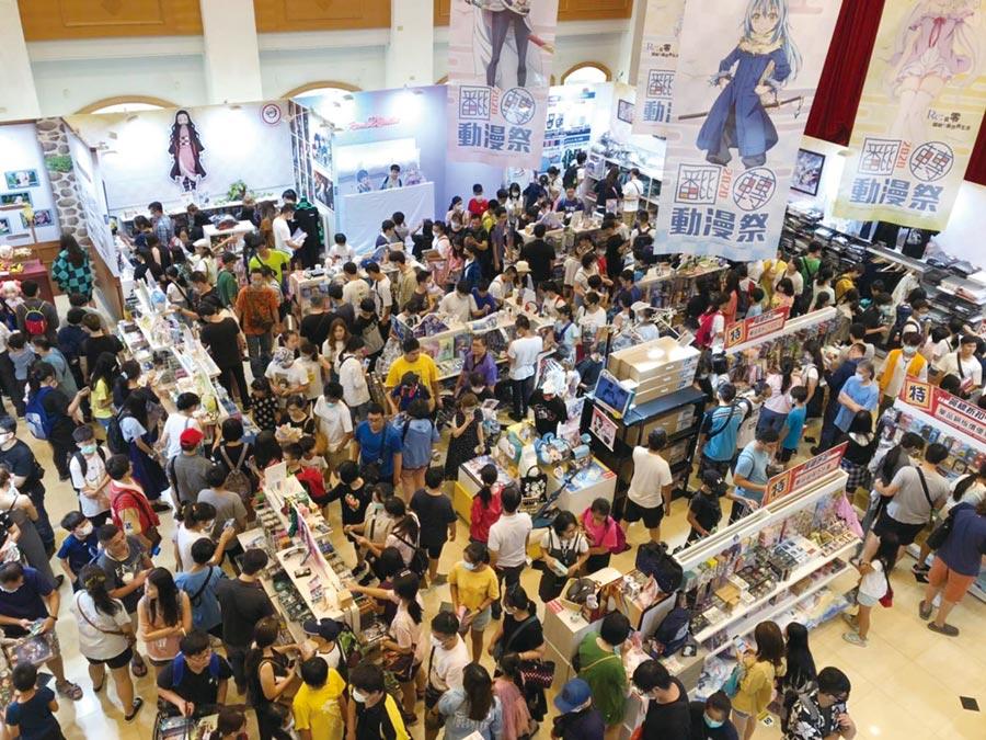 「中友翻轉動漫祭」活動開展以來,至今已吸引逾10萬人潮上門。圖/曾麗芳