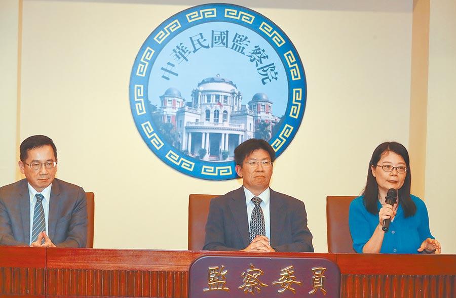 監察院通過監察委員王美玉(右)、高涌誠提出私菸案調查報告,糾正交通部、外交部及關務署。(劉宗龍攝)