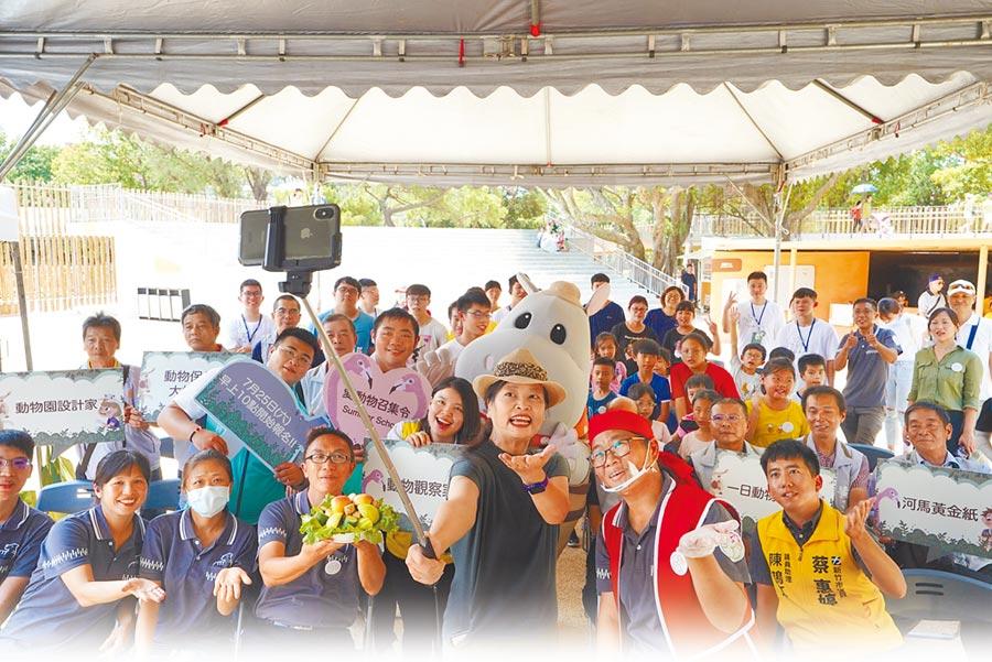 新竹市立動物園8月將推出為期1個月的夏令營,18梯次課程包含6大主題活動。(新竹市政府提供/邱立雅竹市傳真)