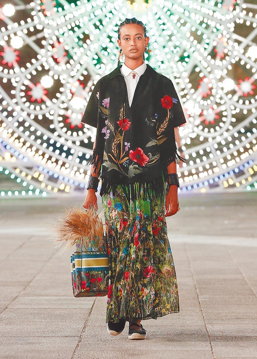 大量的花卉印花成為本季的主視覺。(Dior提供)