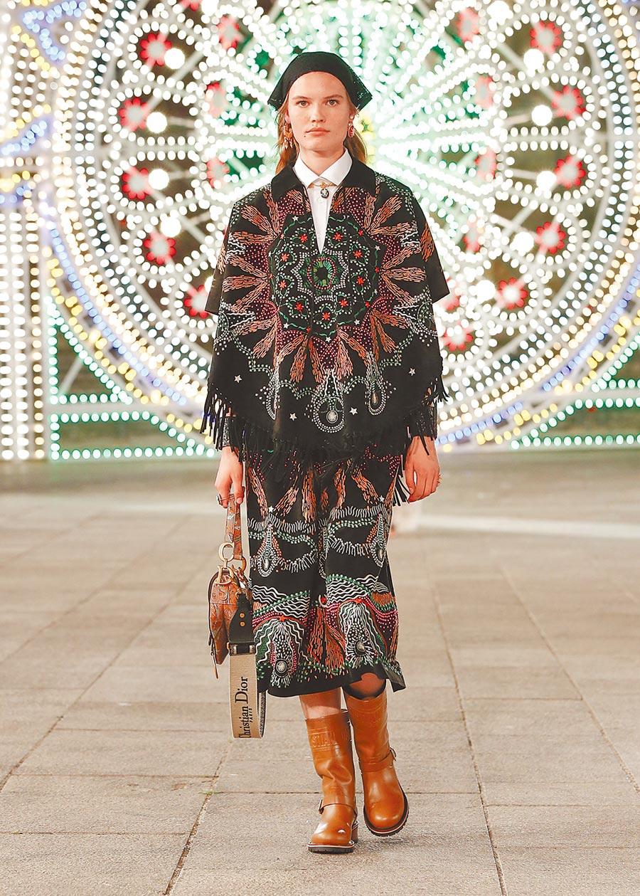 與光雕作品相互呼應的印花極有看頭。(Dior提供)