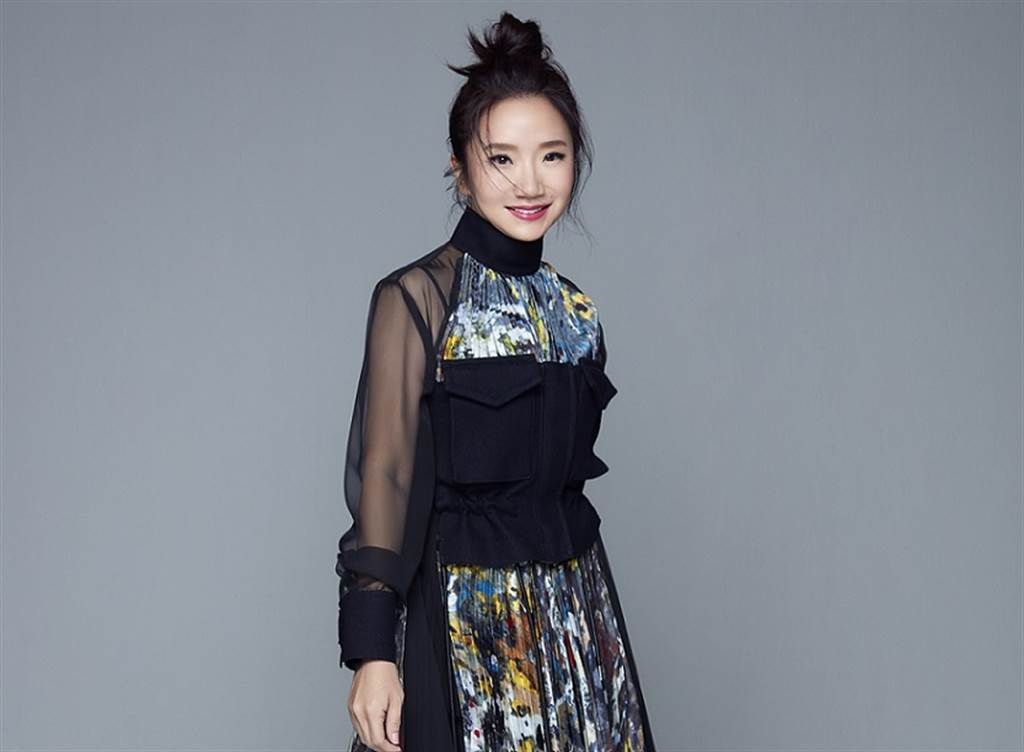 陶晶瑩主持功力深厚,近日開網路新節目《陶口秀》收放自如。(福隆經紀提供)