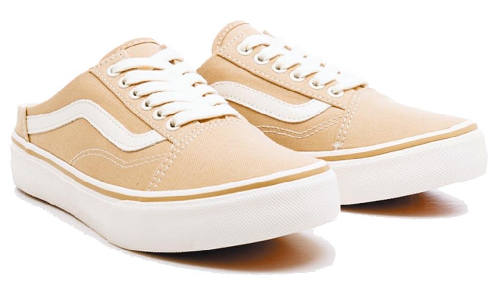 Vans將經典鞋款Old Skool推出穆勒鞋型,是相當受歡迎的鞋款。(翻攝自Vans官網)