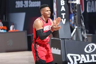 NBA》韋少恢復訓練 最快第三戰復出