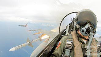 台海上空不平靜!一觸即發 美陸台軍機夜鬥