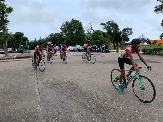 大甲鐵砧山雕塑公園建置完成挑戰型自行車道,吸引車友揪騎。(台中市觀旅局提供/王文吉台中傳真)