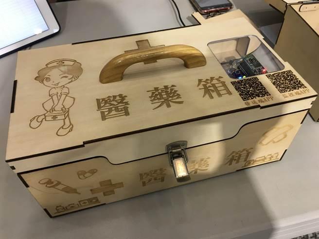 永慶高中學生設計智慧科技醫藥箱。(廖素慧攝)
