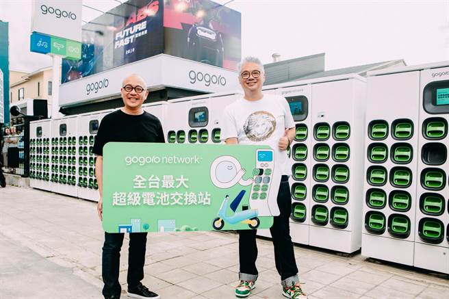 全台唯一擁有最大 Super GoStation超級電池交換站的門市,超過 200 顆智慧電池提供電池交換服務。(gogoro提供)