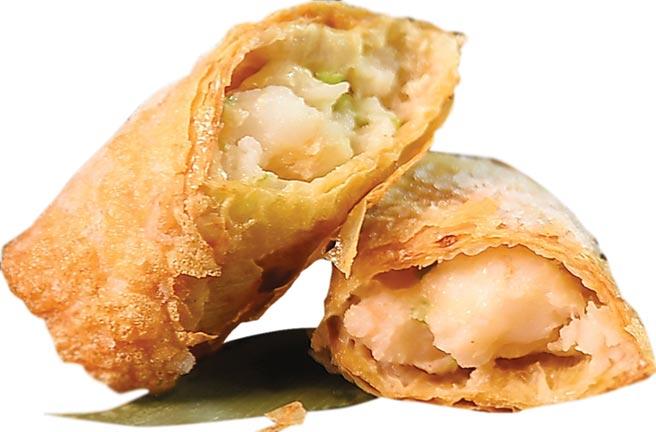 〈鮮蝦腐皮捲〉標榜內餡用了一隻半的新鮮白蝦打成蝦漿,再與馬蹄丁和香菜一同包入豆腐皮作餡。圖/姚舜