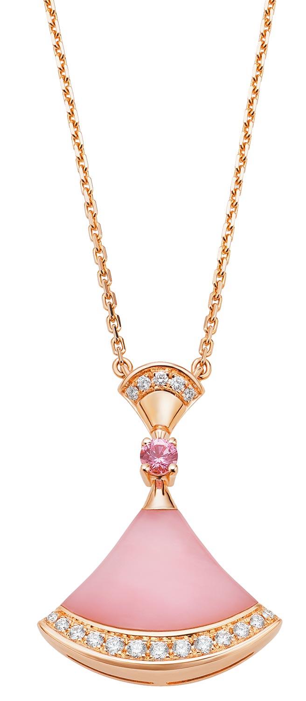 寶格麗Divas' Dream系列七夕限定款粉紅蛋白石、粉紅剛玉與鑽石項鍊,11萬9500元。(BVLGARI提供)