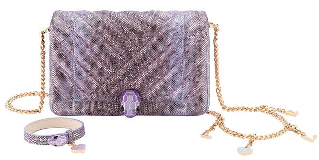 寶格麗七夕限定BVLGARI Serpenti Cabochon薰衣草色肩背包(含手環),10萬9000元。(BVLGARI提供)