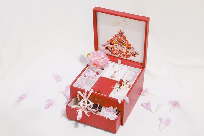 寶格麗七夕限定商品附有專屬禮盒,送禮更體面。(BVLGARI提供)