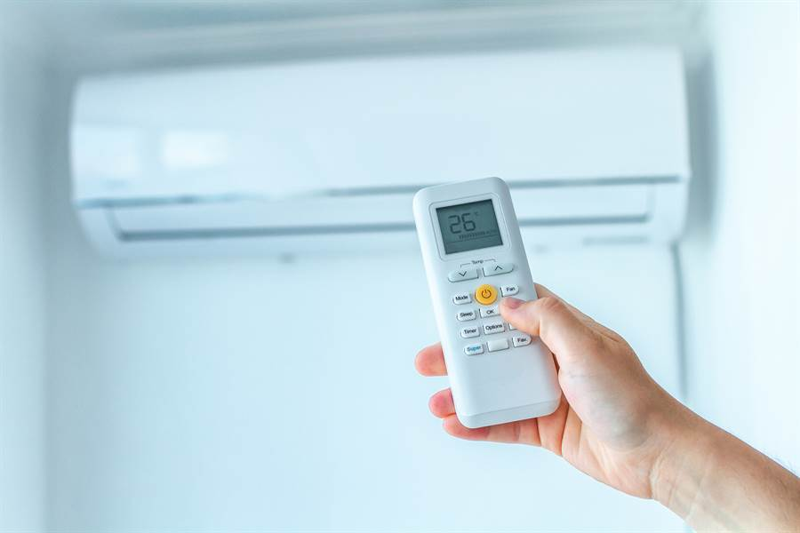 夏季電費不便宜,建議民眾換變頻,或吹冷氣時記得定時(示意圖/達志影像)